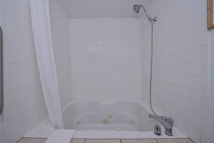 Jetted Tub | Best Western Canon City