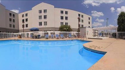 Outdoor Pool | Holiday Inn Express Greenville