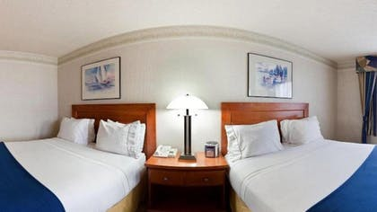 Guestroom | Holiday Inn Express & Suites Tacoma