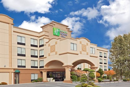 Featured Image | Holiday Inn Express & Suites Tacoma
