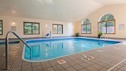 Pool | Best Western Plaza Hotel Saugatuck