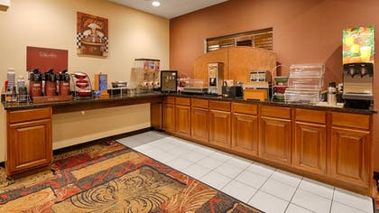 Breakfast Area | Best Western Plaza Hotel Saugatuck