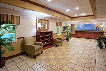 Lobby | Holiday Inn Express Hotel & Suites Troy