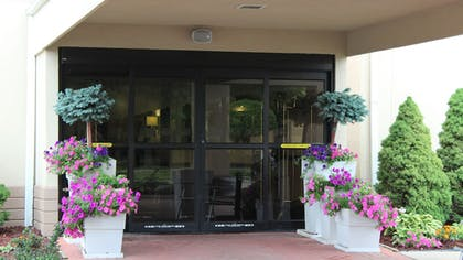 Exterior | Holiday Inn Express Hotel & Suites Troy