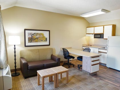 Guestroom | Extended Stay America -Orlando-Lake Mary-1040 Greenwood Blvd