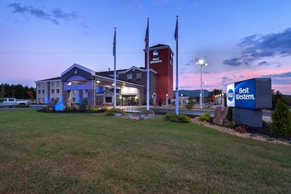 Hotel Front - Evening/Night | Best Western Travelers Rest Greenville