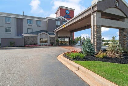 Hotel Front | Best Western Travelers Rest Greenville