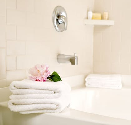Deep Soaking Bathtub | Ayres Suites Diamond Bar
