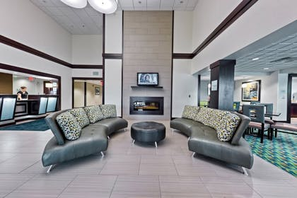 Lobby | Holiday Inn Express Chillicothe East