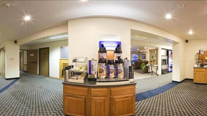 Breakfast Area | Holiday Inn Express Pendleton