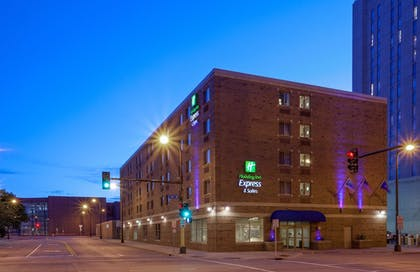 Exterior | Holiday Inn Express Hotel & Suites Downtown Minneapolis