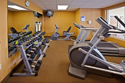 Sports Facility | Holiday Inn Express & Suites Cincinnati-N/Sharonville