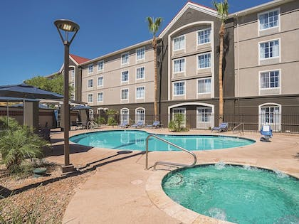 Pool | La Quinta Inn & Suites by Wyndham Phoenix Chandler
