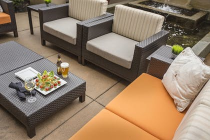 Outdoor Dining | Courtyard by Marriott Bloomington by Mall of America
