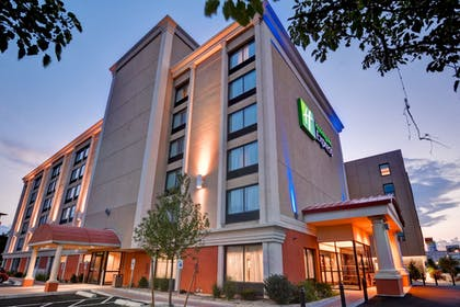 Hotel Front - Evening/Night | Holiday Inn Express Boston