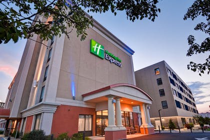 Exterior | Holiday Inn Express Boston