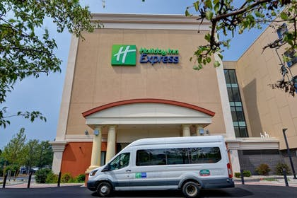 Hotel Front | Holiday Inn Express Boston