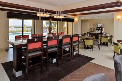 Restaurant | Holiday Inn Express Hotel & Suites Tampa-Rocky Point Island