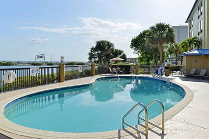 Pool | Holiday Inn Express Hotel & Suites Tampa-Rocky Point Island