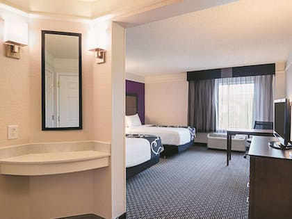 Guestroom | La Quinta Inn & Suites by Wyndham Denver Airport DIA