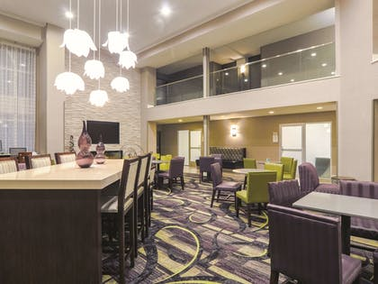 Dining | La Quinta Inn & Suites by Wyndham Denver Airport DIA