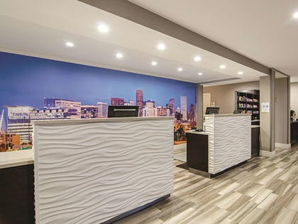 Lobby | La Quinta Inn & Suites by Wyndham Denver Airport DIA
