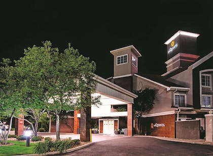 Exterior | La Quinta Inn & Suites by Wyndham Denver Airport DIA