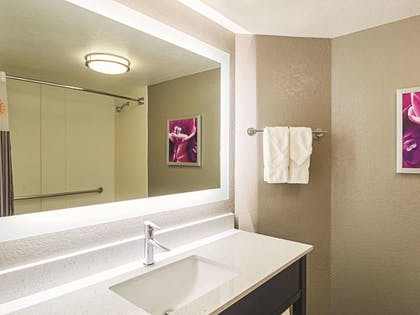 Bathroom | La Quinta Inn & Suites by Wyndham Denver Airport DIA