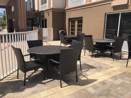Outdoor Dining | Best Western Plus Ambassador Suites Venice