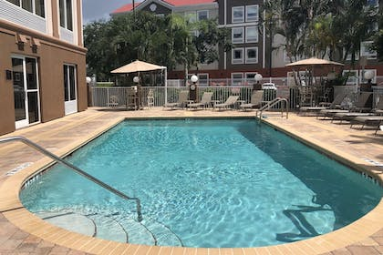 Outdoor Pool | Best Western Plus Ambassador Suites Venice