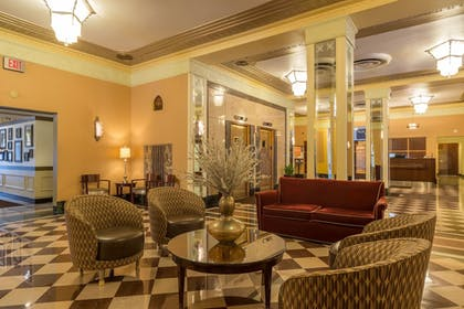 Lobby Sitting Area | Ambassador Hotel - Milwaukee