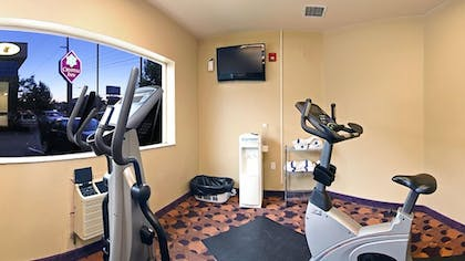 Fitness Facility | Crystal Inn Hotel & Suites Midvalley
