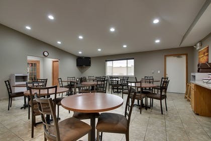 Breakfast Area | EverSpring Inn & Suites