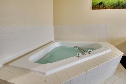 Jetted Tub | EverSpring Inn & Suites
