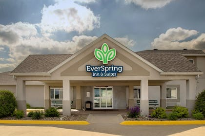 Hotel Entrance | EverSpring Inn & Suites