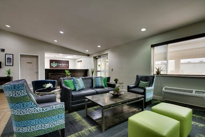 Lobby Sitting Area | EverSpring Inn & Suites