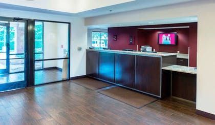 Lobby | Red Roof Inn PLUS+ Raleigh NCSU - Convention Center