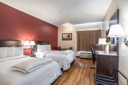Guestroom | Red Roof Inn PLUS+ Raleigh NCSU - Convention Center
