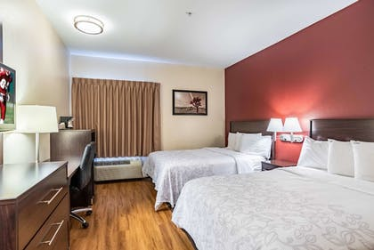 Room | Red Roof Inn PLUS+ Raleigh NCSU - Convention Center