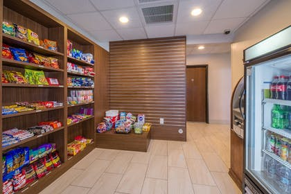 Gift Shop | Holiday Inn Express Hotel & Suites Phoenix-Airport