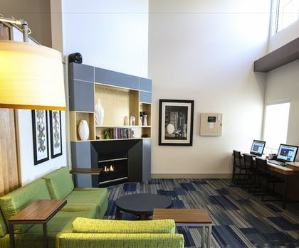 Lobby Lounge | Holiday Inn Express Hotel & Suites Phoenix-Airport