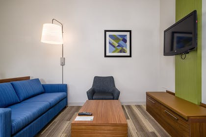 Guestroom | Holiday Inn Express Hotel & Suites Phoenix-Airport
