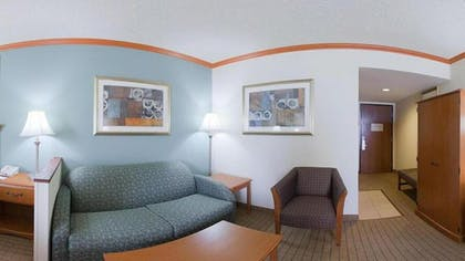 Living Area | Holiday Inn Express Hotel & Suites Phoenix-Airport