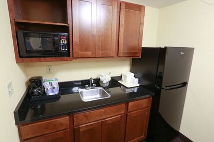 Guestroom | Holiday Inn Express Hotel & Suites West Chester