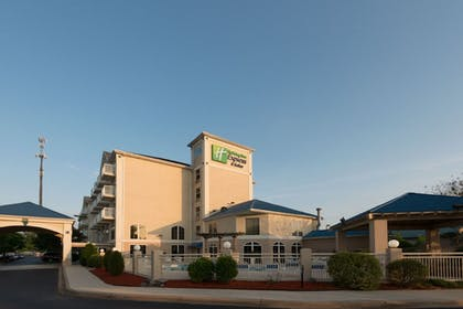 | Holiday Inn Express Hotel & Suites Asheville-Biltmore Square