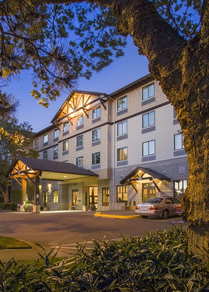 Hotel Front | The INN at Gig Harbor