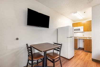 Private Kitchenette   HomeTowne Studios Baton Rouge - Sherwood Forest