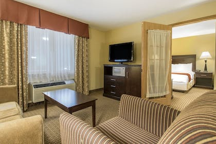 Living Room | Comfort Suites Wisconsin Dells Area