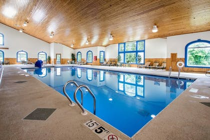 Pool | Comfort Suites Wisconsin Dells Area