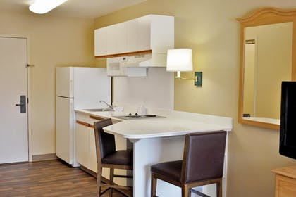 In-Room Kitchen | Extended Stay America Los Angeles - Monrovia